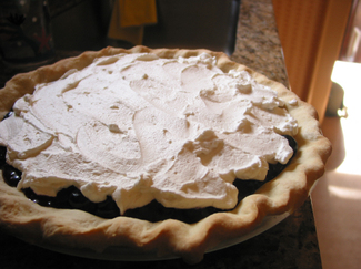 Blueberry_pie_with_leather_crust